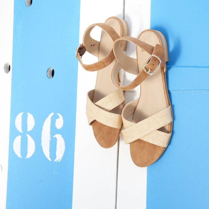Bocage - Judith - 95€ en promo à 76€. Sandale plate en cuir velours cognac  et raphia beige 9c861a5a46a