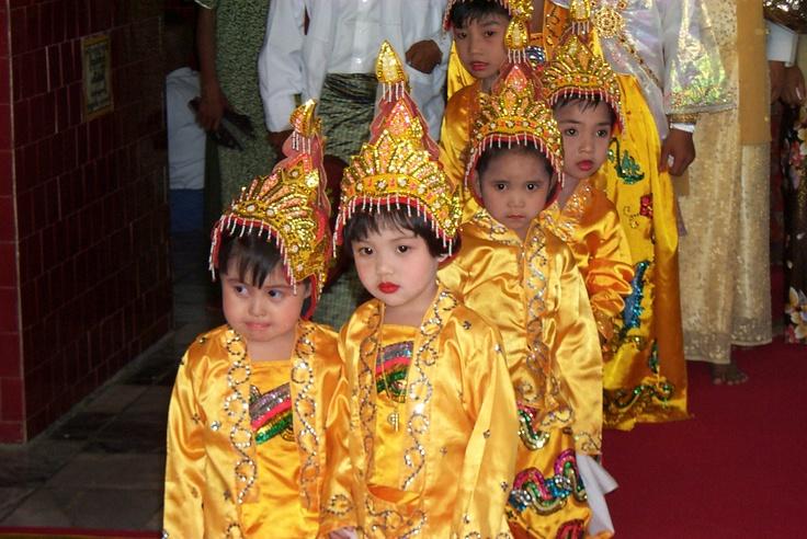 #Mahamuni #Pagoda - #Novices #Myanmar