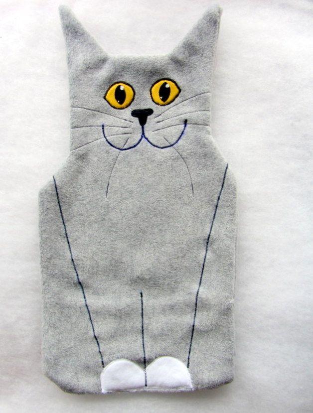 Geschenkidee: Wärmflaschenhülle Katze // hot-water bottle by CaTsablanca via DaWanda.com / 23€