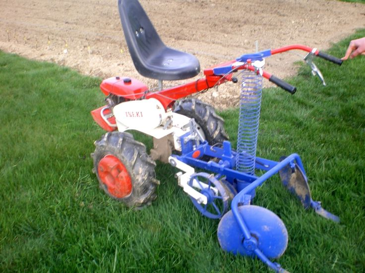 Ma planteuse de pommes de terre semi-automatique, adaptée à mon motoculteur