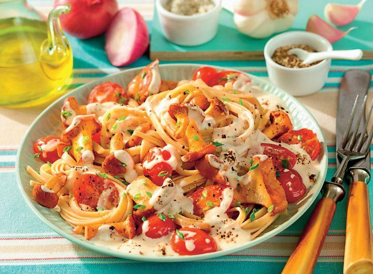 Skøn pastaret med fuldkornspasta eller båndnudler. Her får du opskriften på den lækreste ostesauce serveret til fuldkornspasta med svampe.