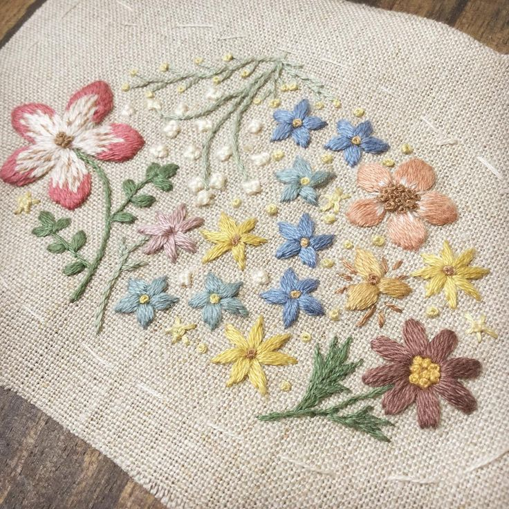 たまには、実在しない想像のお花♪楽しい♪ #刺しゅう #刺繍 #ハンドメイド #手仕事 #embroidery #needlework #handmade