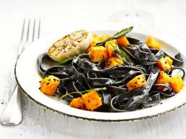 Recept met zwarte pasta en pompoen