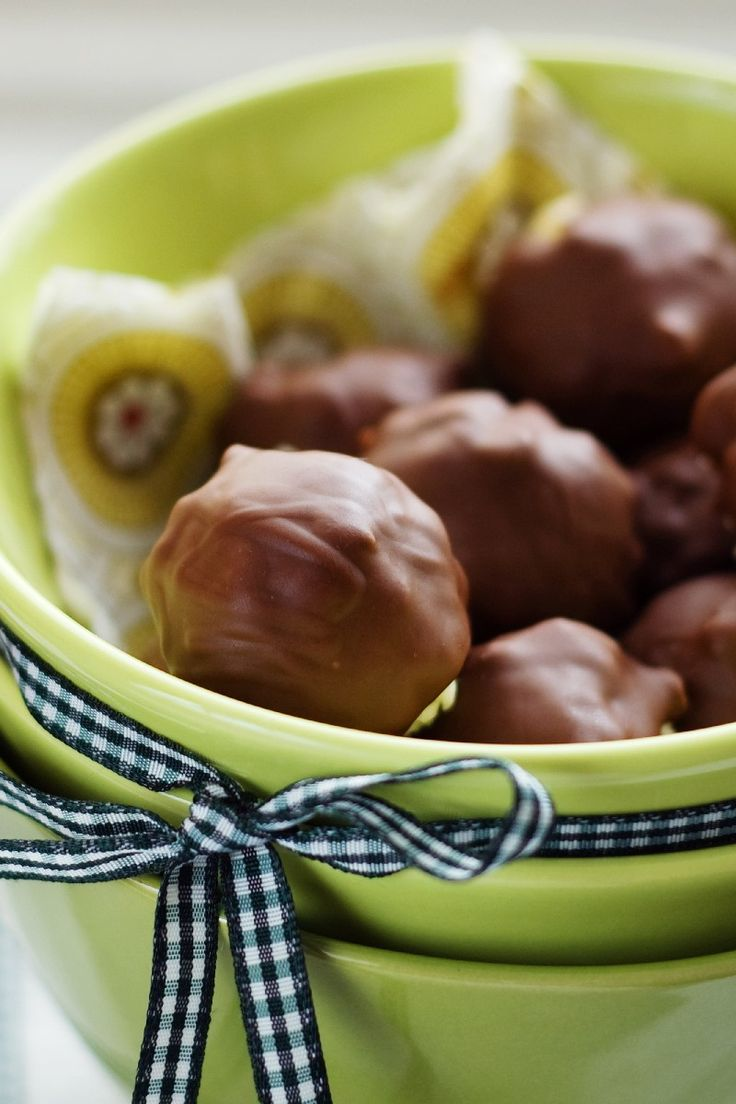 Peanut Butter Balls: Ball Recipe, Krispie Peanut, Food, Chocolates ...