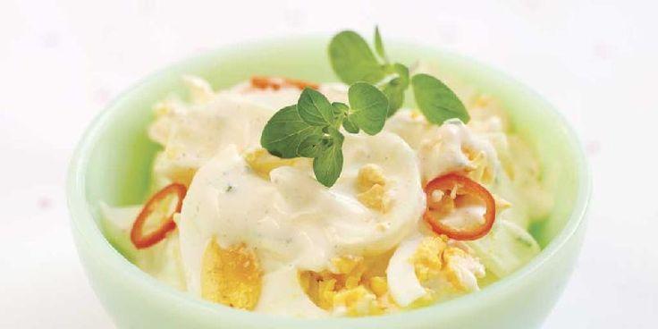 Eggesalat - Eggesalat er supert som en liten rett på et koldtbord eller spekematbord. Lag en god eggesalat med chili, karri og litt tabasco. Da får du en friskt og spennede smak. Salaten smaker også veldig godt på brødskiva.