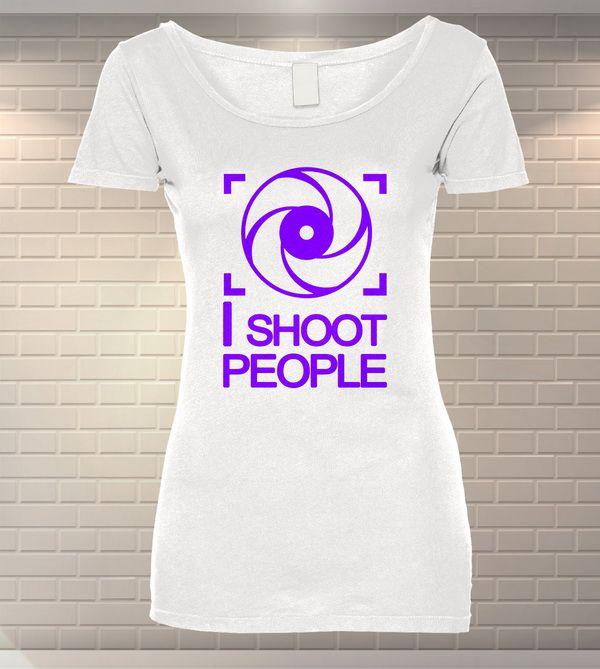 Tricou Dama Personalizat I Shoot People   MeraPrint.ro   Va punem la dsipozitie o gama variata de produse personalizate la cele mai mici preturi!