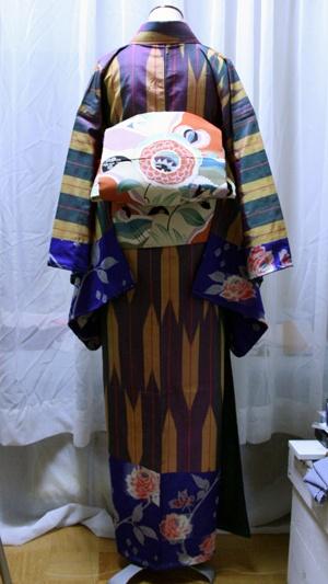 Kimono meisen 違う帯を合わせて、後姿。