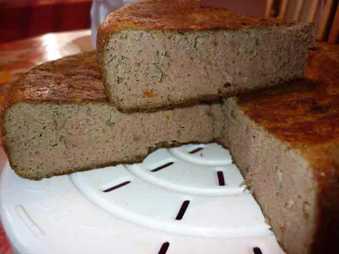 Печеночный пирог не только очень вкусный, но и полезный! Попробуйте обязательно. Если ваши дети не в восторге от печени и просто отказываются ее есть, то приготовьте пирог печеночный, от такой вкуснятины они точно не откажутся. А про взрослых и говорить не стоит, такой пирог будут все за обе щеки уплетать все, кто его попробует.Нежный на вкус, очень воздушный, у меня его сметают со стола за считанные секунды. ИНГРЕДИЕНТЫ Печень (любая на ваш вкус) — 0,5 кг.; Яйца — 3 шт.; Сало — 100 г…