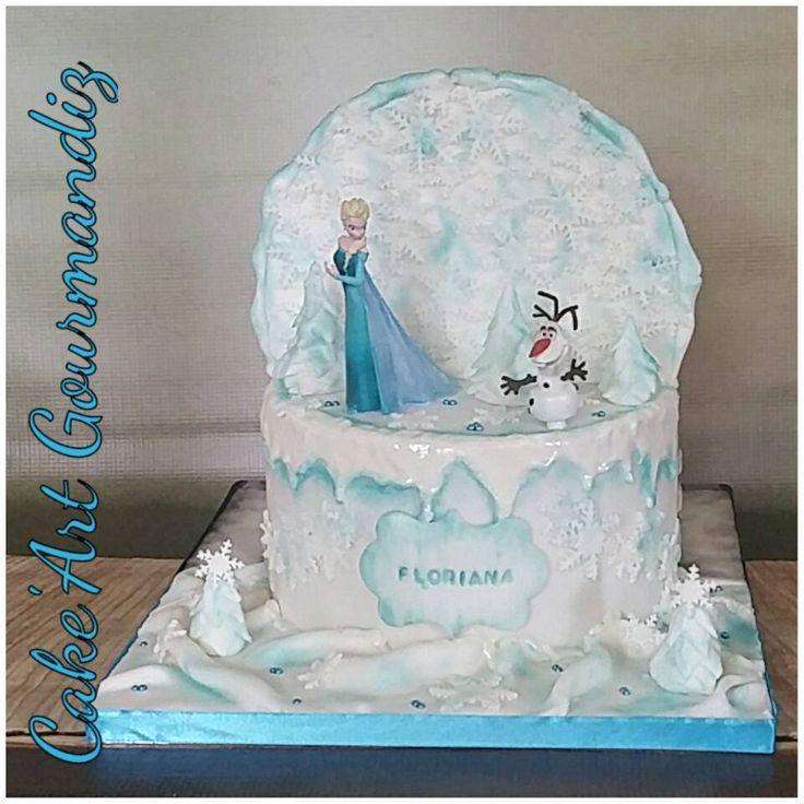 Détails du gâteau 2 en 1 😍 #cakedesign #cakeartgourmandiz #frozencake #frozen #gateaureinedesneiges #reinedeneiges #olaf #elsa #realmadrid #realmadridcake #foot #sugarpaste #pateasucre #fondant