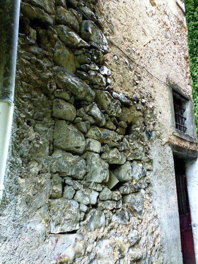 """LE """"BROTLAIBIDOLE"""" DI CASTELCIVITA -Castelcivita (SA) L'idolo può rientrare tra quelli detti """"a tavoletta"""" o """"a pagnotta"""", per la forma uguale alle tavolette enigmatiche o Brotlaibidole ritrovate a sud del Lago di Garda e nell'Europa centro-orientale e centro-meridionale, databili al 2100-1400 a. C.  Leggi l'articolo e guarda le foto alla pagina http://www.luoghimisteriosi.it/campania/castelcivita.html"""