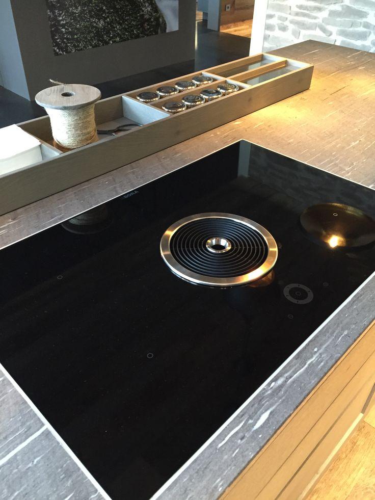 Bora Inductie kookplaat met in het midden de ingebouwde afzuiging