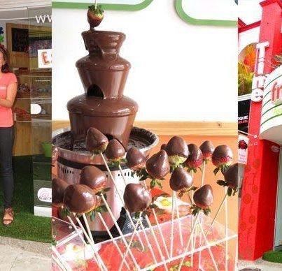 Un día maravilloso, regalamos muchas fresas con chocolate a todos los que visitaron nuestro punto de venta. Esperamos que sean muchos años más al lado de todos ustedes.