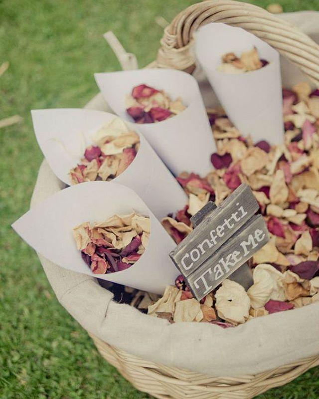 """14 curtidas, 3 comentários - Armazém Inspira (@armazeminspira) no Instagram: """"""""Chuva de flores!""""  Ao final da cerimônia de casamento é costume se jogar arroz nos noivos, mas…"""""""