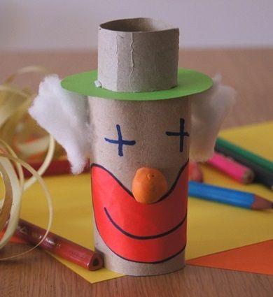 Lavoretti di Carnevale da preparare con i bambini - Pagliaccio con i rotoli di carta igienica