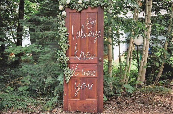#weddingdetails #wedding #weddingflowers #door #incarnationsdesign #weddinggreeting