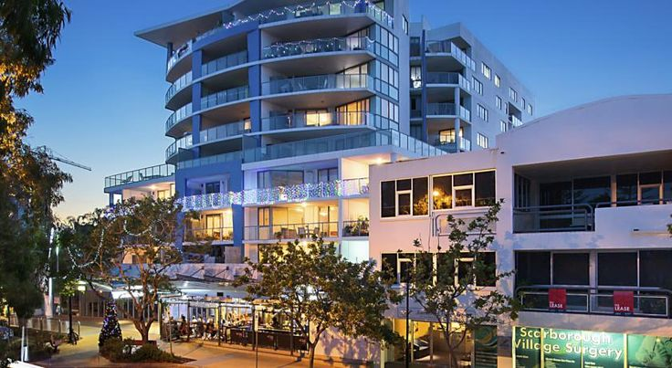 Scarborough Beach Resort - Queensland Scarborough Situated on the beachfront, Scarborough Beach Resort boasts a heated swimming pool and a terrace offering wonderful sunset views. Guests also enjoy free on-site parking, a fitness centre, a spa and a sauna.