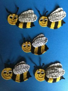 Free Crochet Pattern, get this crochet bee pattern along with a video tutorial so you can crochet lovely appliqués like this.