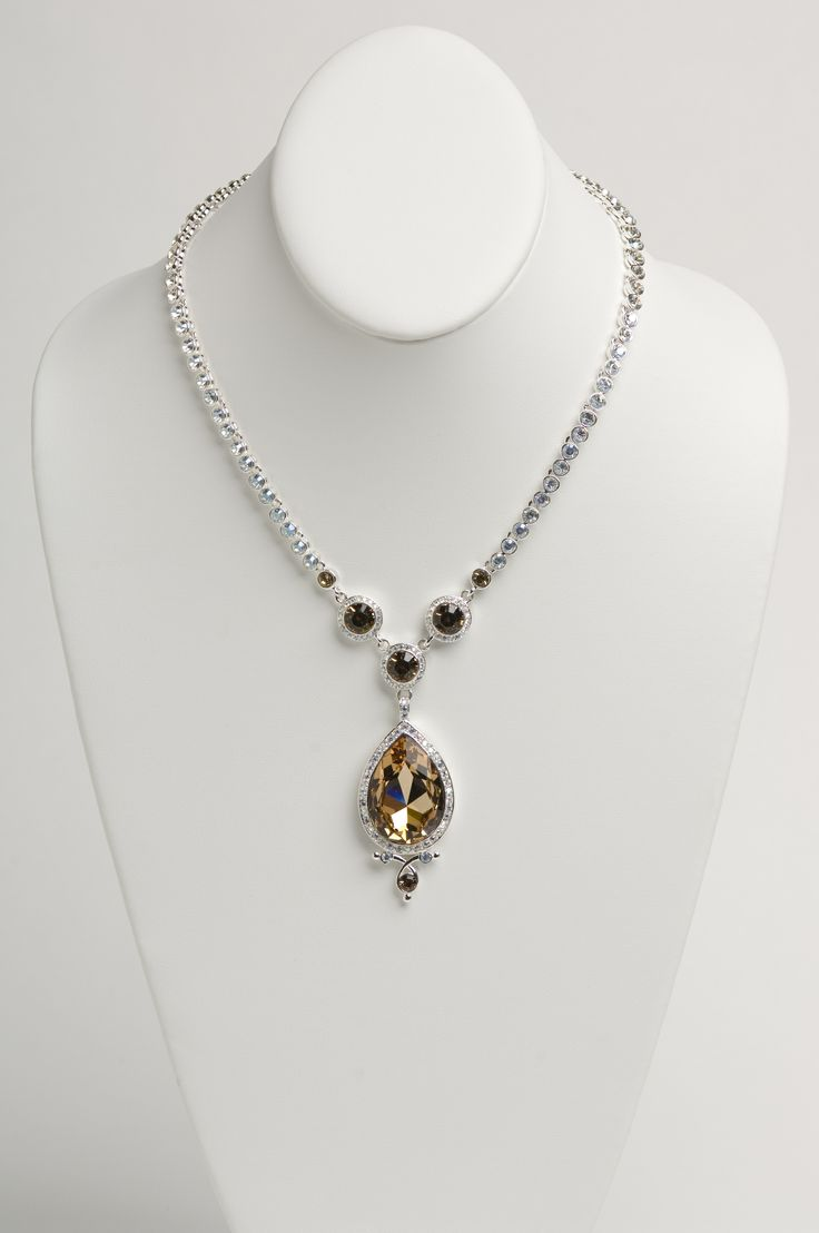 This necklace screams Royalty! MADE WITH SWAROVSKI ELEMENTS. 6035-N1
