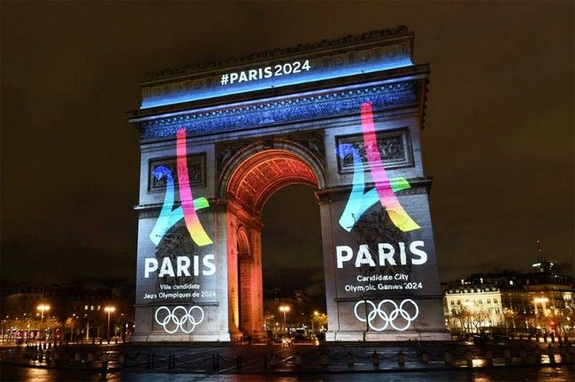 2024 Summer Olympics' Innovative Medals Designed by Philippe Starck ➤ To know more news and trends related to Paris visit us at www.parisdesignagenda.com #paris #parisdesignagenda #parisdesign #philippestarck #bestdesigners #frenchdesigners #2024summerolympics #olympicgames #olympicmedals