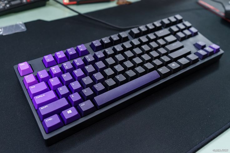 CM Storm Novatouch TKL with Limited edition purple gradient keycaps.