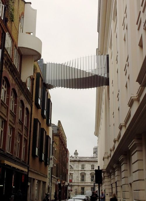 The Floral Street Bridge near Covent Garden was built by Wilkinson Eyre Architects to enable dancers to access the stage of the Royal Opera House directly from the Royal Ballet School. #London #Architecture