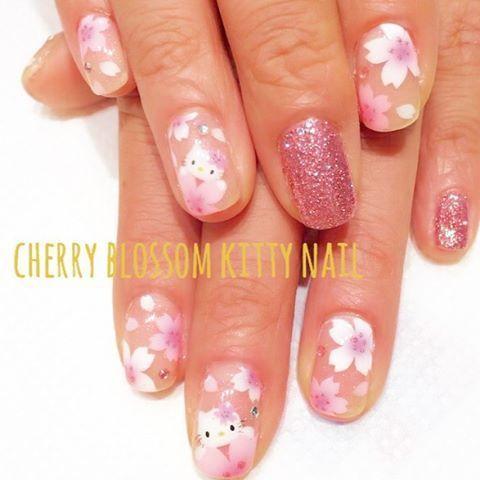 お花見シーズンにぴったり♡ピンク色がまぶしい桜ネイルで彼のハートを ... 桜とキティちゃん