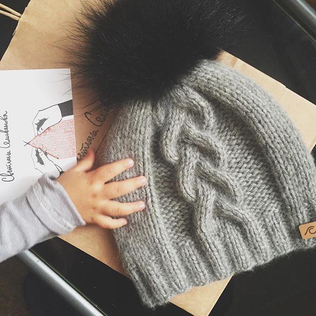 WEBSTA @ svetlanaselivanova - #хотеласфоткатьшапку и сказать, что теперь к каждому заказу идёт открытка с рекомендациями, как ухаживать за вязаными изделиями. Спасибо Маше @grishina_masha  #svetlanaselivanova #knitting #handmade