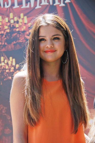 Selena Gomez Rocking Orange Lipgloss At 'Hotel Transylvania' Event