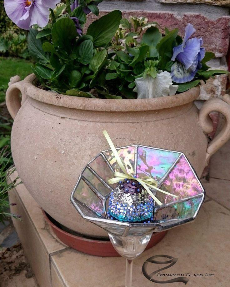 Happy Easter! #czinamon #czinamonglassart #happyeaster #glass #tiffany #flowers #spring #love #handmade #glassart #art #egg #bunny #florarium #holiday #present #newday #day #purple #garden #color #instapic #instagood #instadaily #insta #instagram