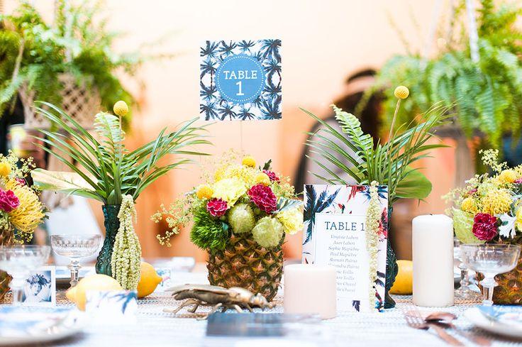 Un chouette centre de table pour un mariage tropical. Une jolie façon d'intégrer l'ananas à son mariage ! Crédit photo : Marion Heurteboust