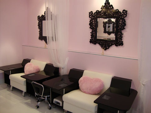 Pretty and pink nail salon in Richmond