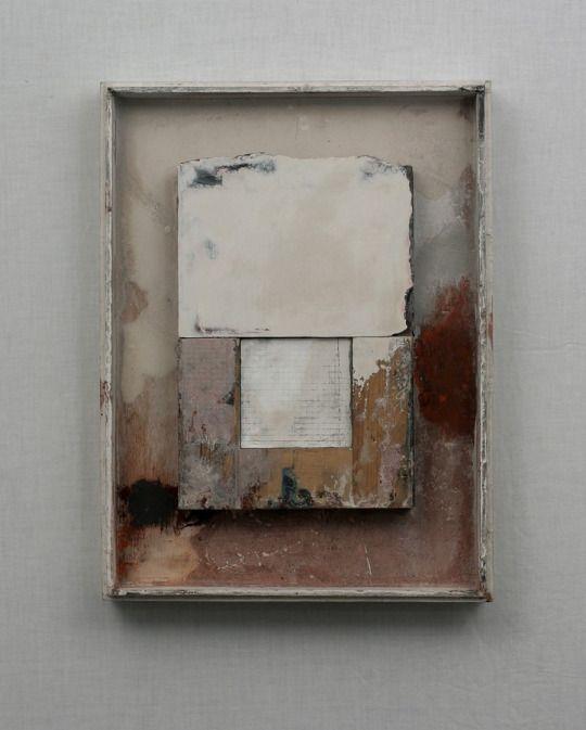Gerry Keon ( 1942) Hij studeerde kunstaan de Hornsey College of Art 1959-1962 en de Byam Shaw College of Art 1962-1963. In 1966 verhuisde hij naar Leeds en leerde hij op de stichtingcursus van Jacob Kramer College, die in 1984 terugkeerde naar Londen, waar hij momenteel woont.