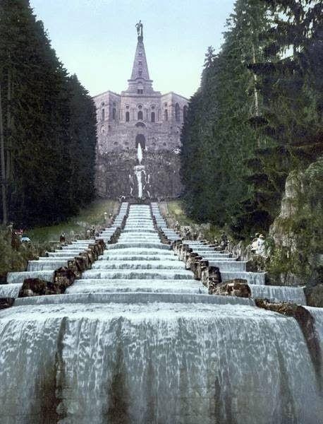 Bergpark- Wilhelmhöhe mit Wasserfall .(: Herkules.)