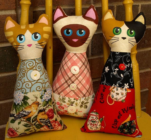 Softy Cat Art Dolls by That's My Cat, via Flickr....Aren't these adorable! What an awesome,and easy,idea!