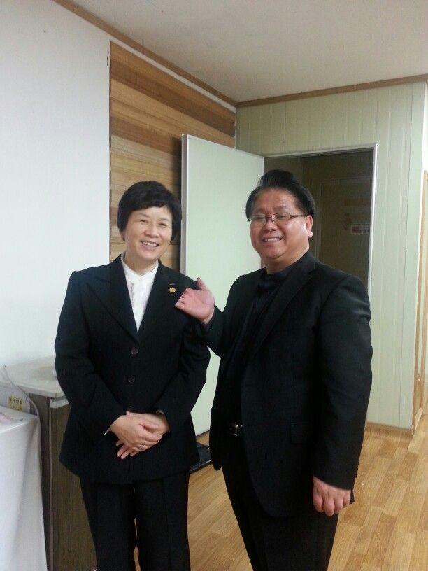 김재경사장님kss 강사 뺏지 수여식. Kss 김세우 대표님께서 100명의 강사를 육성하시는데 일원이되신걸 축하 드립니다.