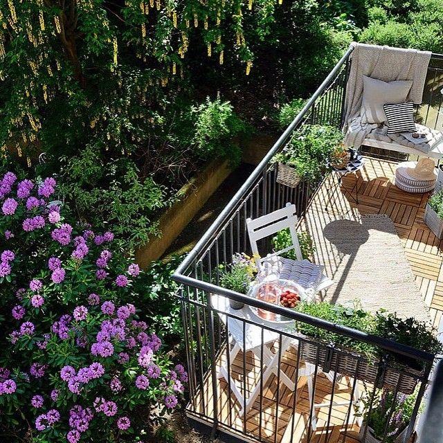 Inredning balkong med utsikt över grönska