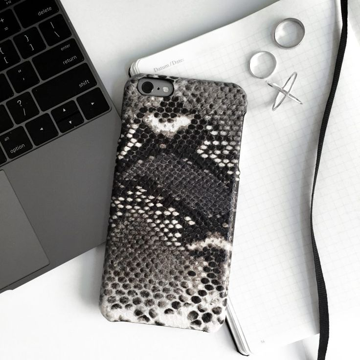As much as I love the marble trend that is going strong right now, its becoming a bit overdone so I was super excited when I found this leather snakeskin case from The Case Factory. Its unique but still goes with my aesthetic and is amazing quality!