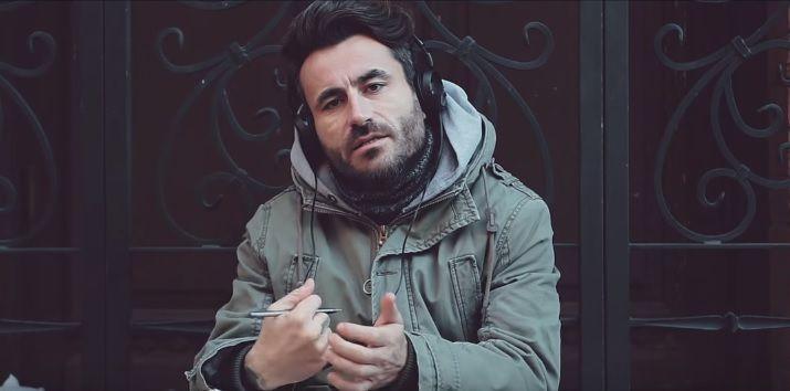 """""""Ταξιδιώτης"""" – Ο Γιώργος Μαυρίδης από το World Party, τώρα και τραγουδιστής!"""