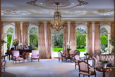 candy spelling manor3 Inside Look: Candy Spellings Holmby Hills Home