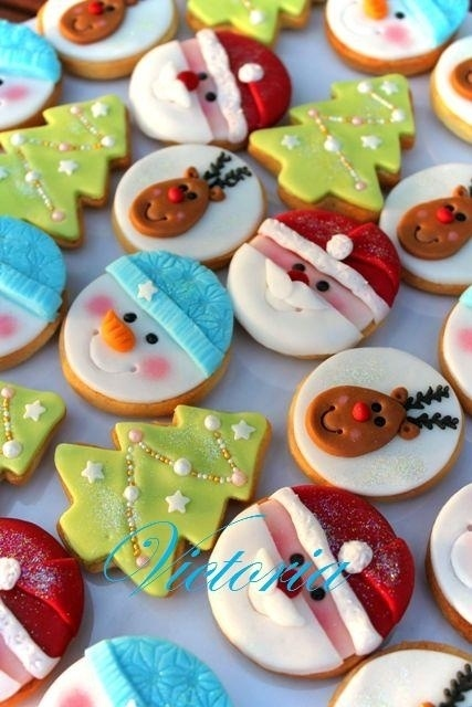 { Decorate Christmas Cookies with kids }. So cute but I know mine would not look this beautiful...lol