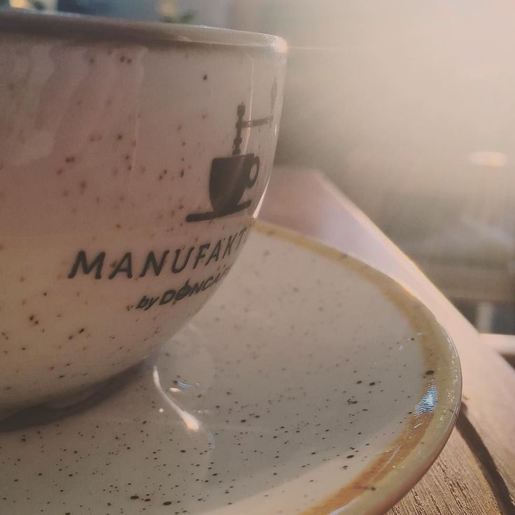 Sunkissed coffee mug. #ineedthisinmykitchen . . . #coffeetime #coffeelover #coffeemug #doncafe #goldenhour #cafe #saturdayvibes #instamood #chill