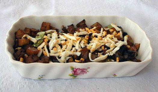 Cukkini saláta - gombával, tojással és szójaszósszal