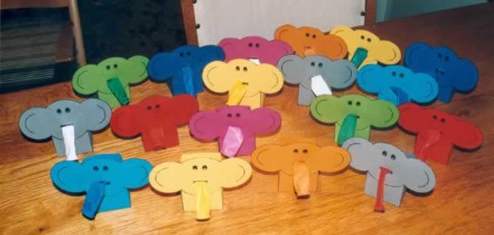 Doosje rozijnen met ballon en olifant. Met voorbeeld op http://members.home.nl/kittynl/images/traktatie/bakjewb.gif