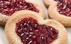 Υλικά Για περίπου 35 μπισκότα αλεύρι: 3 ½ φλιτζάνια του τσαγιού μπέικιν πάουντερ: 1 κοφτό κουταλάκι του γλυκού αλάτι: ελ...