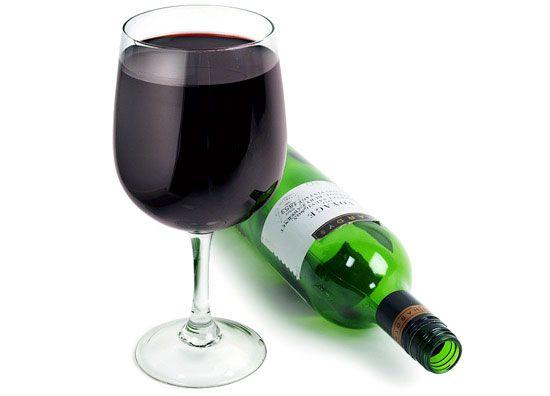 Copo de vinho e garrafa