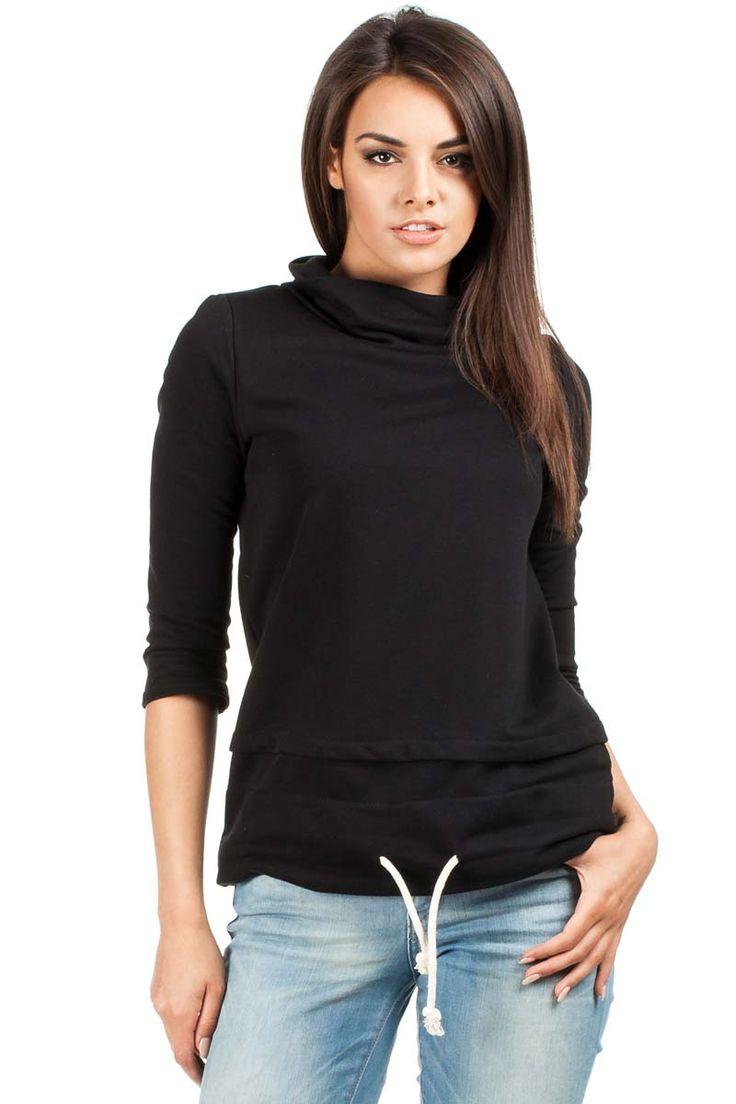 Trapezowa czarna gładka bluzka damska z przeszyciami