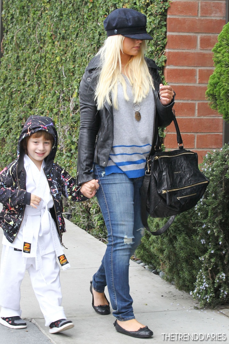 Christina Aguilera at Houston's in Santa Monica, California - December 8, 2012