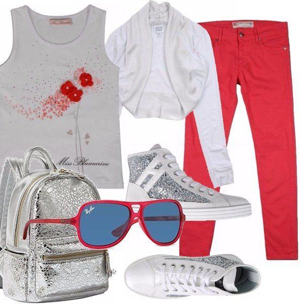 Un look super griffato per una ragazzina davvero alla moda: canotta bianca con motivo floreale, pantalone cinque tasche rosso, scaldacuore grigio chiaro, sneakers alta bianca con pailettes argento, zainetto argentato. Occhiali da sole con montatura rossa.
