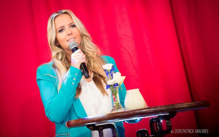 Monique Smit presenteert de Buma NL Award Show 2015.
