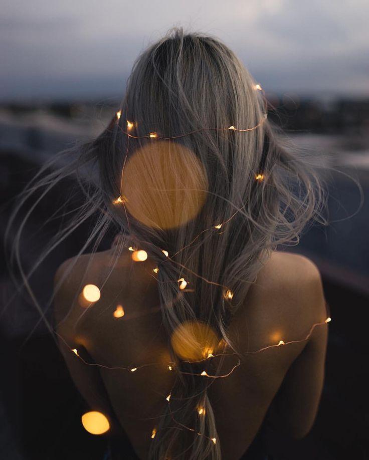 Das Mädchen, das das Feuer in ihren Haaren ertrug.